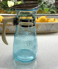 BLUE GLASS JUG - VINTAGE PYREX ? WATER JUG w LID- BAKELITE ? HANDLE - ANTIQUE