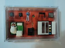 PREISER    BEDROOM FURNITURE  w/ 2 figures  HO  1/87    10632
