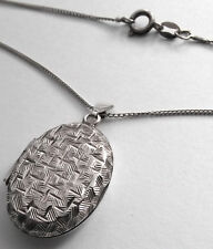 VINTAGE STERLING SILVER OVAL LOCKET AND SILVER 16 INCH CHAIN