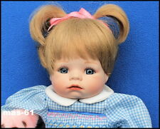 HANNAH NEEDS A HUG PUPPE THEO MENZENBACH ASHTON DRAKE GALLERIES DOLL 35 CM