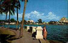 West Palm Beach Florida USA Color AK 1963 Frau am Lake front Drive Promenade