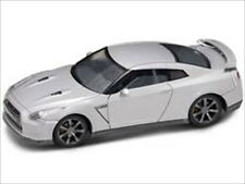 NISSAN GT-R R35 SILVER 1/43 DIECAST MODEL CAR BY ROAD SIGNATURE 43203