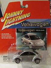 Johnny Lightning 1/64 scale Volkswagen 1998 New Beetle Silver