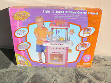 NUOVO Kiddie Kitchen cucina giocattolo con luci e suoni e accessori