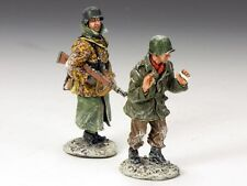 King & Country Soldiers WWII Prisoner And Escort 1/30 Collectible Figures BBG041