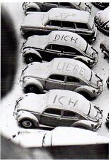 schwarz-weiß Ansichtskarte: VW - Käfer im Schnee mit Liebeserklärung