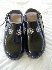 Girls Hanna Andersson Clogs Shoes ~ Black Patent Leather White Snowflakes 32 ~ 1