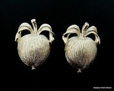 Versilberte Apfel Ohrclips Ohrringe von SARAH COVENTRY, Apple Earrings,Orecchini