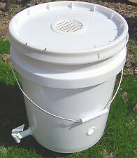 New Worm Composting Bucket can use Indoors Vented Vermipost Compost Bin
