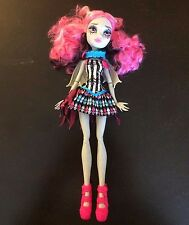 Monster High - Rochelle Goyle Doll with Wings - Circus Scaregrounds - No Playset