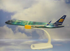 Herpa Wings 1:200 Snap Fit Boeing 757-200 Icelandair TF-UIF 610735
