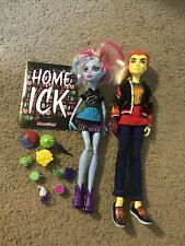 Nice Monster High Home Ick Abbey Bominable & Heath Burns doll set of 2 lot