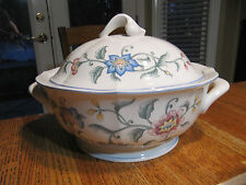 VILLEROY & BOCH DELIA LARGE COVERED SOUP TUREEN -