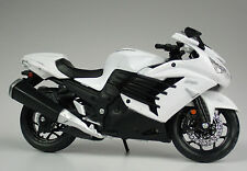 Kawasaki Ninja ZX-14R Year 2012 black white Scale 1:12 by maisto