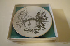 Cambridge Queen's College plate, gold rim, boxed, sealed 10cm / BRL