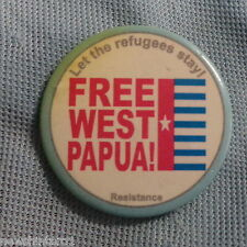 #D257.  FREE  WEST PAPUA  POLITICAL TIN  BADGE, LET REFUGEES STAY