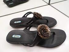 OKA B BLACK FLIP FLOPS WITH GOLD FLORAL DETAIL - SIZE M/L FITS 8.5-9.5 - VERY NI