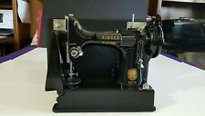 "SINGER ELECTRIC ""FEATHERWEIGHT* PORTABLE 221 SEWING MACHINE. NEAR MINT EXCELLENT"