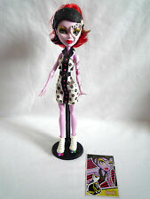 MONSTER HIGH DOLL / OPERETTA SKULTIMATE ROLLER MAZE / WITH STAND & CARD