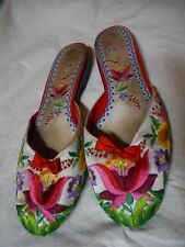 BEVERLY FELDMAN FLORAL EMBROIDERED FLATS SHOES SIZE 10