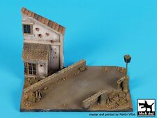 Black Dog 1/72 Street w/House Section & Lamp Diorama Base (150mm x 90mm) D72039