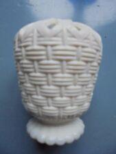Sowerby Vittoriano Bianco Vetro Posy-RARE, cesto di design, Pavone, GATESHEAD