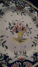 Assiette à décor floral fait main porcelaine Desvres France 24 cm Ø