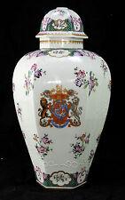Pied de lampe à remonté en porcelaine de Paris décor compagnie des indes