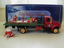 FIRST GEAR HOLIDAY EDITION - INTERNATIONAL 4400 ROLLBACK COLD CAST SANTA / ELVES