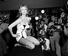 1950-1959 ANITA EKBERG b/w candid classic photo (Celebrities & Musicians)