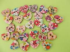 50 x Bottoni in Legno a Forma di Cuore 2 Fori Retro Piatto Casuale Misto Flower Pattern
