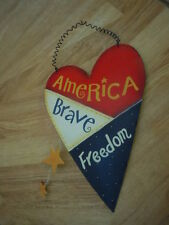HEART SHAPED METAL PATRIOTIC PLAQUE AMERICA BRAVE FREEDOM RED WHITE BLUE GUC