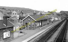 Pontlottyn Railway Station Photo. Tir Phil & New Tredegar - Rhymney. (1)
