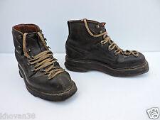 Paire de chaussures de ski ancienne cuir  Années 40/50  Allais