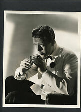 SUAVE WILLARD PARKER LIGHTS A CIGARETTE - 1943 DBLWT IN NM- COND. - WHAT A WOMAN
