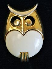 Signed Crown TRIFARI Vintage Owl Pin Brooch Gold Tone White Resin (00070)