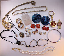 #38 Vintage Jewelry Lot 19 Pieces Coral Trifari Locket Rhinestones Abalone