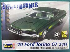 Revell - 1/25 '70 Ford Torino 2 'n 1 Plastic Model Kit 85-4099