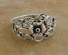 PRETTY .925 STERLING SILVER VINY FLOWER RING size 8  style# r0226