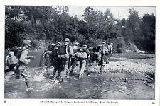 Österreichische Soldaten durchwaten den Isonzo Historische Aufnahme von 1915