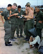 VIET CONG SUSPECT INTERROGATION 8X10 PHOTO VIETNAM WAR