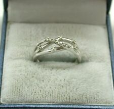Very Pretty 9ct White Gold And Diamond Cross Over Design Ring