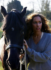 Leona Lewis UNSIGNED photo - D1686 - Singer and animal welfare campaigner