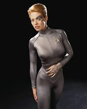 Jeri Ryan Unsigned 8x10 Photo (2) Star Trek Voyager