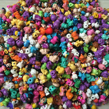 50Pcs/Lot SOFT 2CM SQUINKIES Toys Mixed Lot In Random With NO CONTAINERS