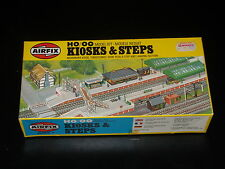 MAQUETTE - TRAIN - KIOSKS & STEPS -  AIRFIX - 00 - HO - MODEL KIT- COMPLETE