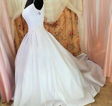 NWT LADY ROI SILVER LEAF, CRYSTAL BEADING, EMBROIDERED GOWN. SZ 10. 38/27