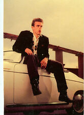 JAMES DEAN W/ HIS PORSCHE SPIDER SPEEDSTER 1955 ON MODERN POSTCARD (JD-BX13*)