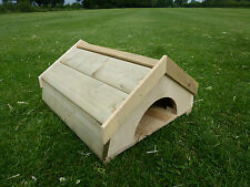 Tortoise/Guinea Pig/Hedgehog/Ferret/Small animal house FLOOR COMES OFF wood roof