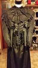 robe ancienne du 19eme siecle  état correct.T46 avec un lacet de réglage